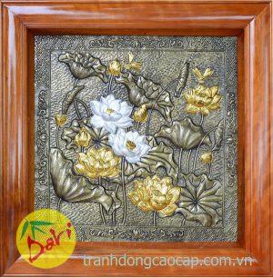 tranh đồng hoa sen dát vàng bạc khung gỗ